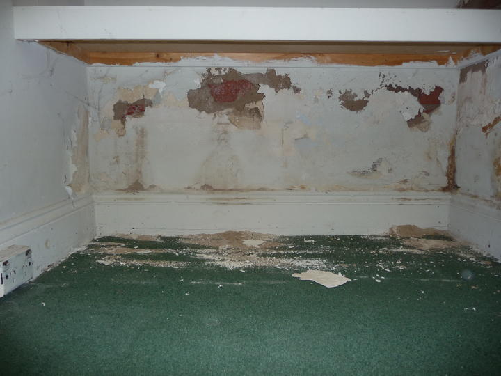 Rising damp effects - Tech-Dry